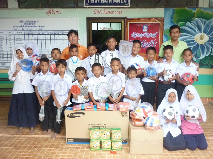ครู - อาจารย์  และ เด็กๆ ได้รับของบริจาคเรียบร้อยแล้ว