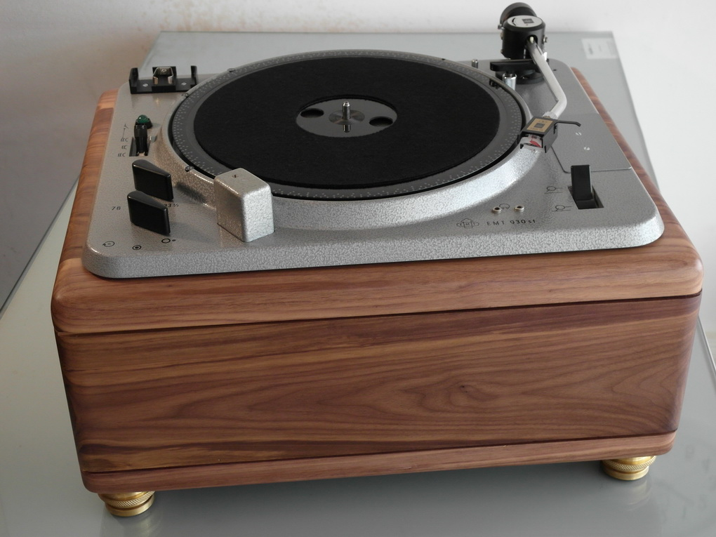 EMT 930st Turntable +  929 Tonearm + TSD 15 vdH Cartridge + Walnut plinth + Setup โทร. 084 560 3199