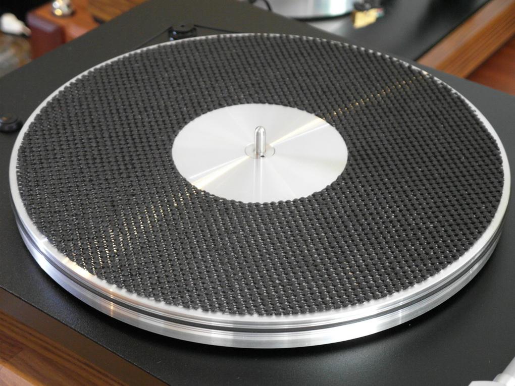 "VPI Traveler + 10.5"" Gimbaled Tonearm + DENON DL-103r + MOON 110LP Phono Stage + Setup ทดลองฟังได้ถึงวันเสาร์หน้าครับ โทร. 084 560 3199"
