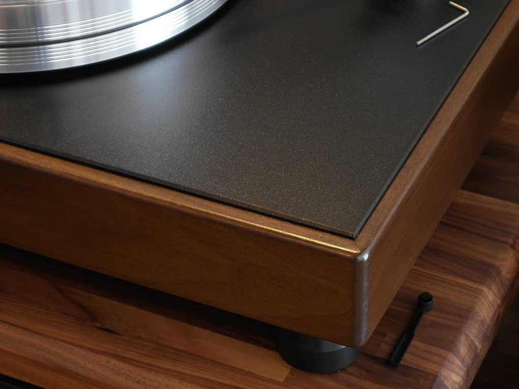 Turntable Features: Anti-skate mechanism. Anti-static mat. 2 inch Delrin feet with 3 ball bearing bottoms. 2 ½ inch thick MDF walnut veneer bonded with 11 gauge and dampening fabric. Inverted bearing - hardened stainless steel shaft, 60 Rockwell chrome hardened ball, spinning in a phosphor bronze bushing and sitting on a PEEK thrust disc. Counter weight standard 140 gm + 10 gm outrigger weight. Left rear mounted 600 RPM Motor. 60 Hertz power supply generator providing a pure sign wave to feed the motor. 20 ½ x 15 ½ x 9 ½ (top of the wire loop).