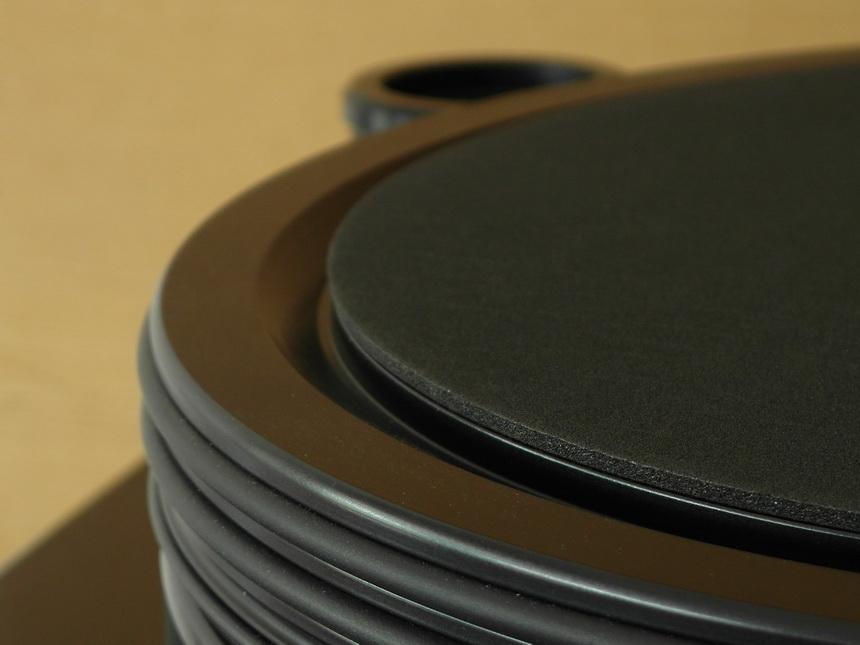 Nottingham Analogue Space 294 หน้าสัมผัสขนาดเล็กของแกนจานหมุนเป็นแบบแบนราบและมีพื้นที่ว่างสำหรับน้ำมันหล่อลื่น (oil pumping lead bronze)