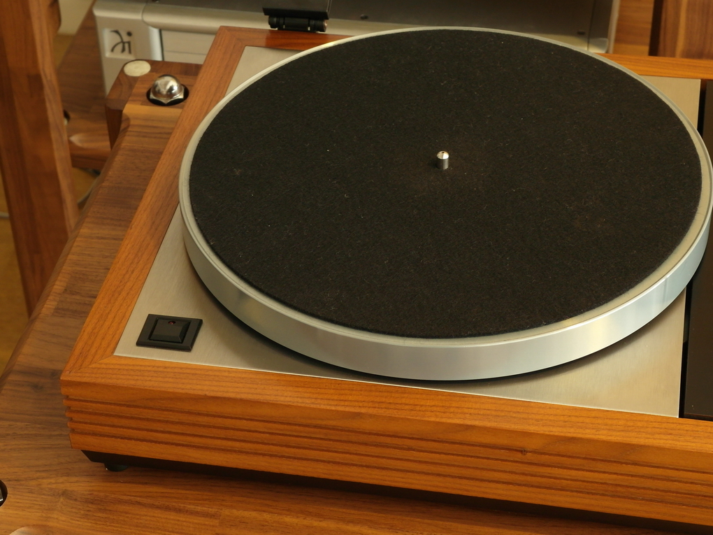 Original LINN LP12 #915 + PRE-CIRKUS + VALHALLA + ITTOK LVII Mk.II + NOS PLATTER + NEW METAL BASE BOARD + NEW FEET ขาย 110,000.- สอบถามเพิ่มเติมได้ครับ โทร. 084 560 3199