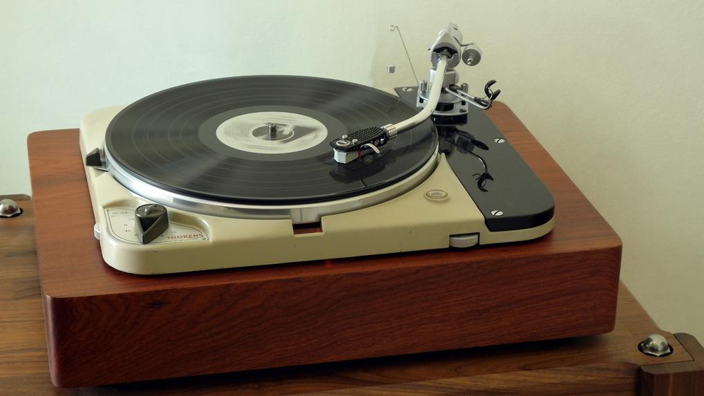 Original Thorens TD124 + Solid Wood Plinth + SME 3012 + London Gray Export สอบถามรายละเอียดเพิ่มเติมได้ครับ โทร. 084 560 3199