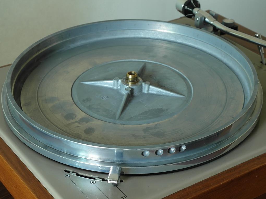 LENCO รุ่น L 78 SE ใช้แล้ว ระบบ Idler Wheel เลือกความเร็วรอบได้ 33/45/78 โทนอาร์ม LENCO S-Shaped หัวเข็ม Shure M 95 EDM  ตรวจเช็คและ Setup ไฟน์จูนแล้ว รับประกัน 1 ปี ราคา 45,000.- สอบถามได้ครับ โทร. 084 560 3199 LINE: audiodirect