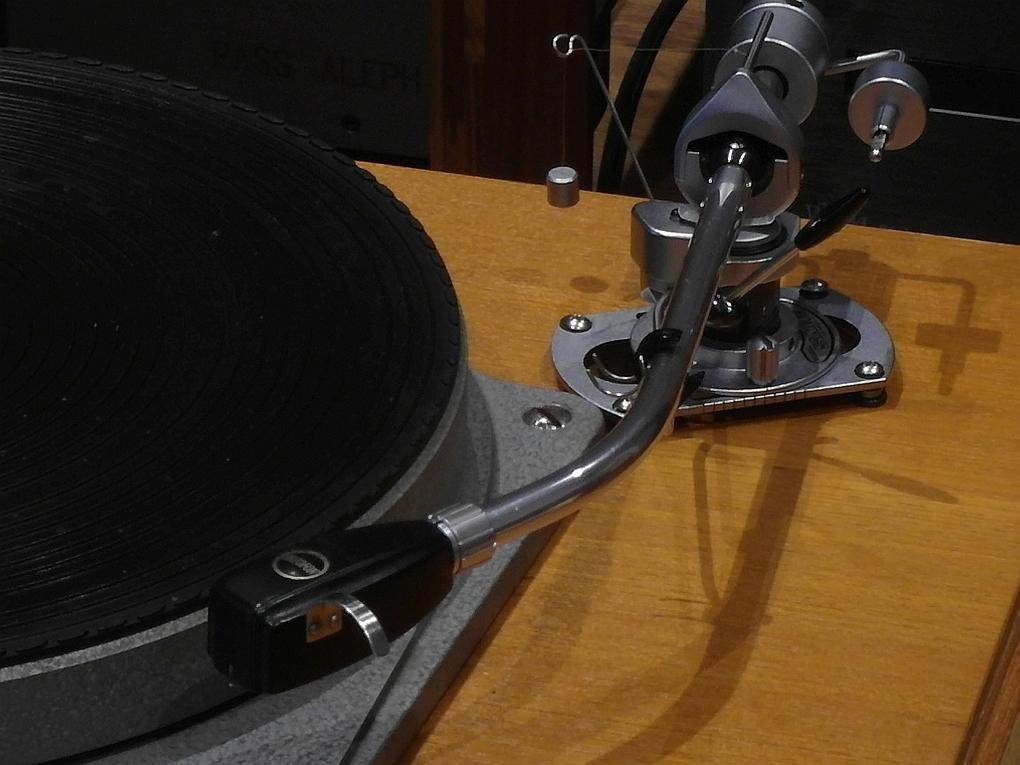 50Hz Original Garrard 301/1 Hammertone + Grease Bearing + SME 3009 + UK Plinth + Ortofon SL-15mkII + Ortofon Headshell with SUT + Dust Cover ขาย 185,000 โทร. 084 560 3199 Line: audiodirect
