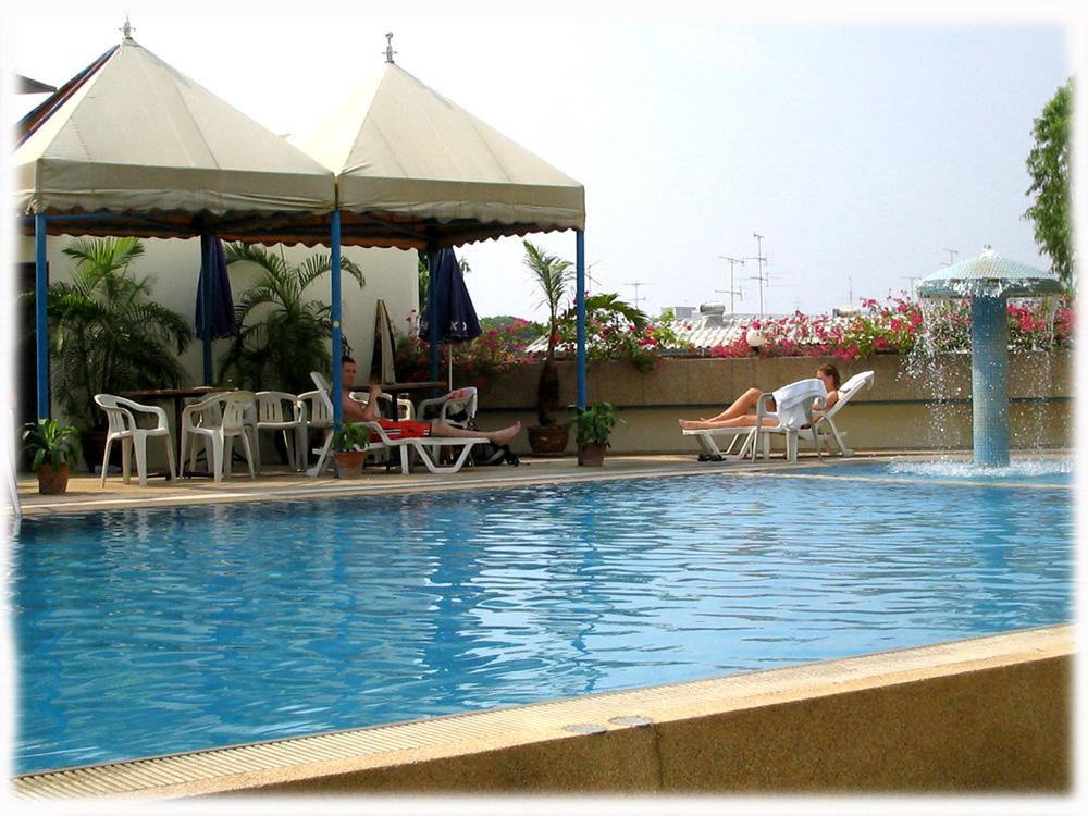 Ayothaya-Ayutthaya-Hotel-SwimmingPool
