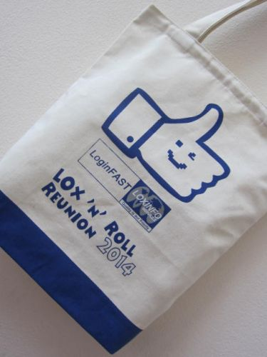 ถุงผ้าดิบ ลดโลกร้อน สกรีนลาย ของคุณลูกค้า ผลิตโดย baginlove.com