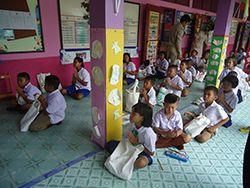 รูปบริจาค ถุงผ้า ลดโลกร้อน baginlove.com สู่ชุมชน