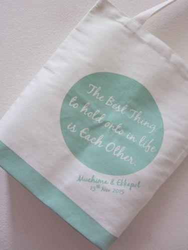 ถุงผ้า กระเป๋าผ้า ลดโลกร้อน สกรีนลาย ของชำร่วยงานแต่ง จาก baginlove.com