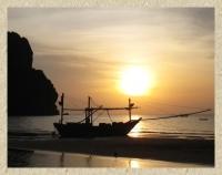 พระอาทิตย์คู่กับเรือประมง