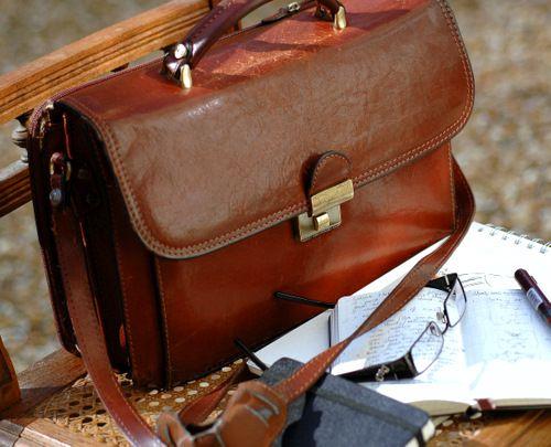 การดูแลรักษากระเป๋าหนังแท้