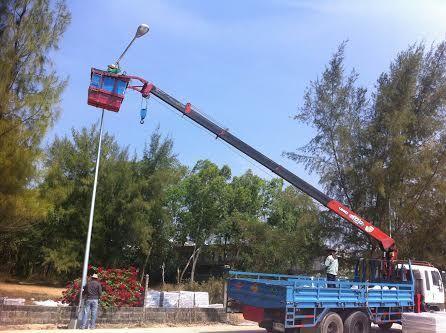 ติดตั้งโคมไฟถนนหลังเด่ากิี่งเดี่ยว  9 เมตร