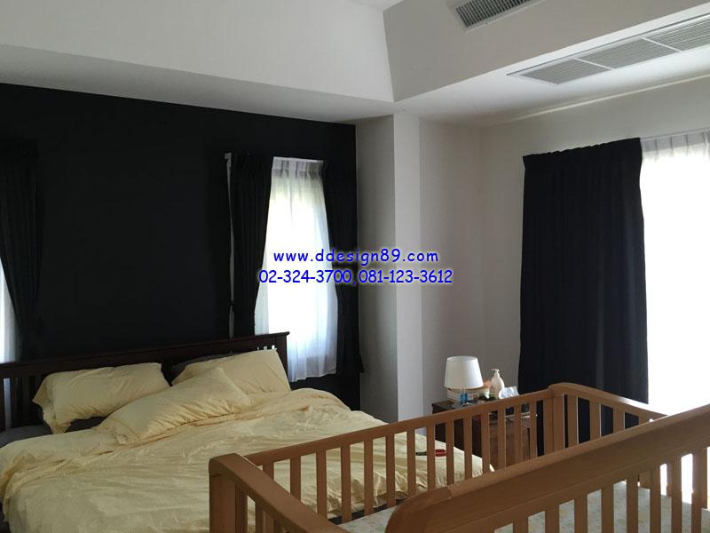 แต่งห้องนอนคุมโทน ม่านจีบแบบทึบสีดำ แต่งม่านโปร่งสีขาว