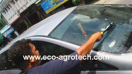 ล้างรถด้วยแปรงที่พ่นละอองน้ำตลอกเวลา