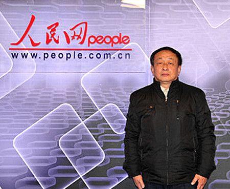 ศาสตราจารย์ น่า จงหยวน ผู้วิจัยคิดค้นตำหรับสารสมุนไพรที่ใช้ในการเพาะปลูกอันแสนอัศจรรย์ บนหน้าเว็บไซท์ บุคคลสำคัญของจีน เหรินหมินหว่าง (人民网)