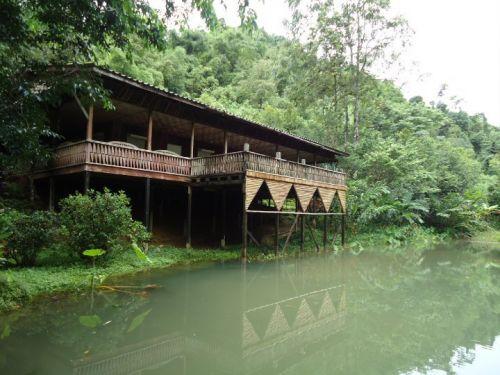 เหมืองสมศักดิ์ บ้านอีต่อง (บ้านริมน้ำ นอนรวม 4 -5 คน)