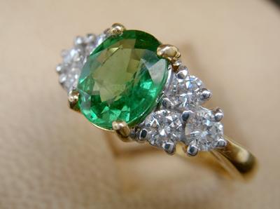 แหวนพลอยเขียว ใบเซอร์ฯ  (นน.ทอง 4.7 กรัม เพชร 6P=0.45 กะรัต พลอย 1.20 กะรัต)  ราคา : 24,000 บาท