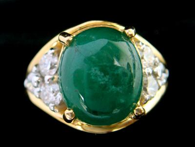แหวนทองมรกตหลังเบี้ย ใบเซอร์ฯ  (นน.ทอง 7.3 กรัม เพชร 6P=0.10 กะรัต มรกต 3.69 กะรัต)  ราคา : 46,000 บาท