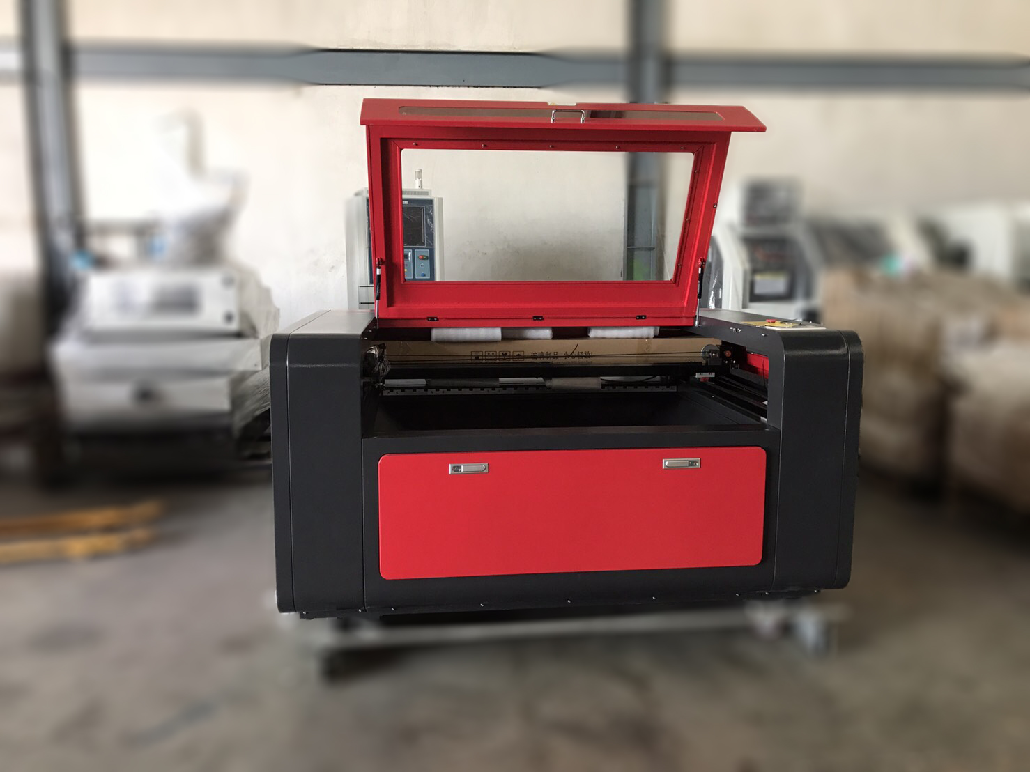 Laser Engraving & Cutting Machine Model : BS-1390