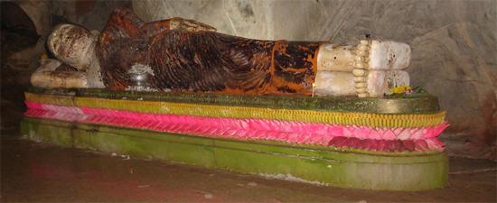 รุปภาพ พระพุทธรูปปางนอน ประดิษฐาน ภายใน ถ้ำม้าร้อง ส่วนด้านในของถ้ำ