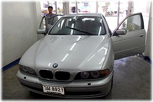 รถยนต์ลูกค้า ไว้วางใจในการบริการของร้าน เจ.ออโต้ กลาส
