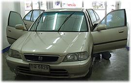 รถยนต์ท่านลูกค้าผู้มาใช้บริการ ติดฟิล์มกรองแสงที่ร้าน เจ.ออโต้ กลาส