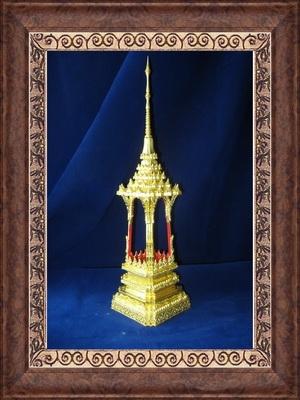 บุษบกทองคำประดิษฐานพระธาตุ