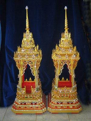 บุษบก 6 นิ้วมีทั้งแบบปิดทองคำเปลวแท้ และแบบพ่นน้ำทอง