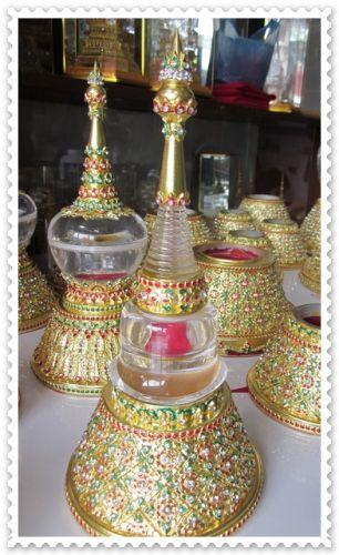เจดีย์บรรจุพระธาตุ ประดับลายไทยลงยาประดับเพชร
