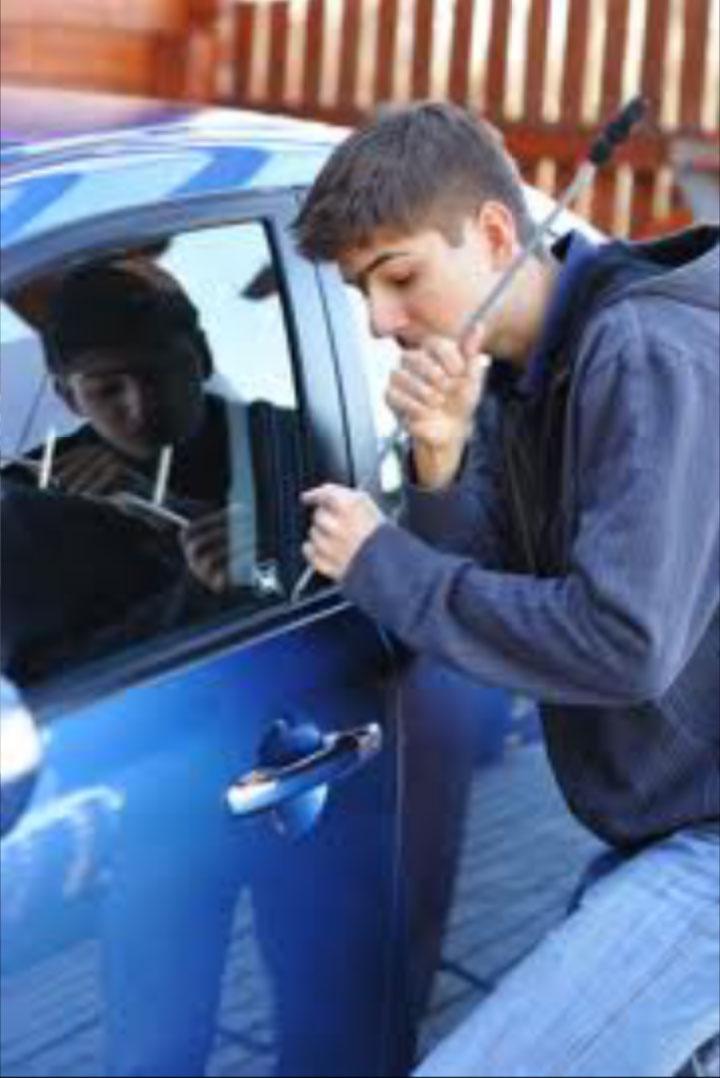 gps tracking gpsกันขโมยรถยนต์ แจ้งเตือนทันทีเมื่อเปิดประตูรถ