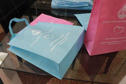 กระเป๋าผ้าสปันบอน,ของพรีเมี่ยม,ของที่ระลึก,ของขวัญปีใหม่,ของที่ระลึกเกษียณอายุราชการ,ของที่ระลึกงานศพ ของขวัญแจกพนักงาน