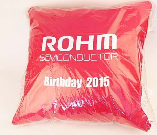 ของพรีเมี่ยม ,หมอนผ้าห่ม,ROHM  SEMICONDUCTOR   BIRTHDAY 2015  สีแดง
