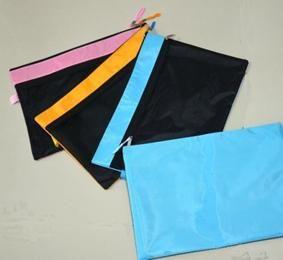 กระเป๋าพลาสติกพีวีซี กระเป๋าพีวีซี ซองพีวีซี กระเป๋าพรีเมี่ยมพลาสติค พรีเมียม ของพรีเมียม ของชำร่วย  ของแถม ของพรีเมี่ยม. กระเป๋าพลาสติก;ของที่ระลึก ... ซองซิปพลาสติก; กระเป๋าพลาสติกพรีเมี่ยม; สมุดธนาคารหรือพ๊อคเก็ตบุ๊ค