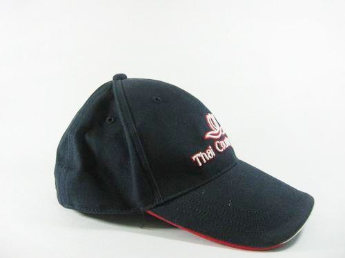 หมวกแก็ปผ้า COTTON พรีซ ด้านหลังเป็นซิปรางเลื่อน ปัก/สกรีน โลโก้ 1 สี 1 ตำแหน่ง