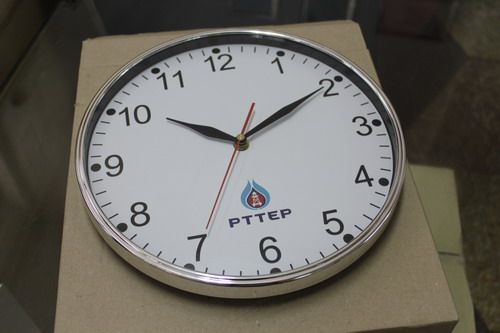 นาฬิกาแขวนผนัง แบบเดินเรียบ