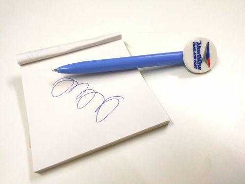 ปากกายางหยอด สินค้าคุณภาพดี เขียนลื่น หมึกติดทนนาน เหมาะกับเป็นของพรีเมี่ยมให้คนที่สำคัญ