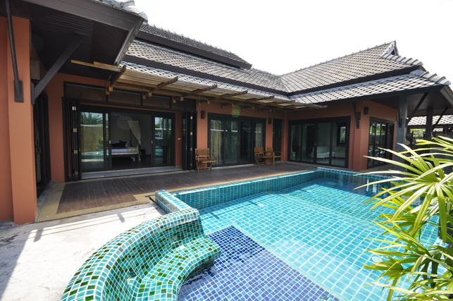 swimming pool builder in Phuket