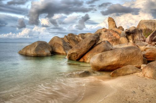 the-rock-in-thai-island-of-koh-samui