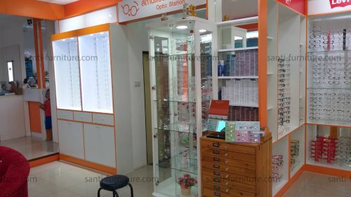ตู้โชว์แว่นตาติดผนังหลังกระจก สีส้ม ไฟดาวไลท์ ไฟLED เคาน์เตอร์ ตู้กลางร้าน ที่แขวนสินค้า วางแว่นตา ตู้กล่องไฟ