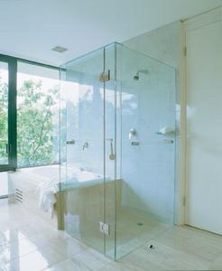ฉากกั้นอาบน้ำกระจกเทมเปอร์