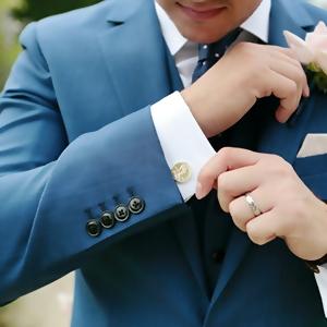 สูท outdoor สีฟ้าพาสเทล เหมาะสำหรับใส่ช่วงระหว่างวันในธีมจัดงานในสวน หรือ ชายทะเล จะใส่แบบสบายๆ ในแบบ jacket สูทสีฟ้า กับกางเกงสีขาว หรือ ต้องการใส่เป็นชุดพร้อม accessories ตามความต้องการ ลูกค้าสามารถแวะมาลองชุดได้ที่สาขาปิ่นเกล้า จรัญ40/1 ได้ทุกวัน