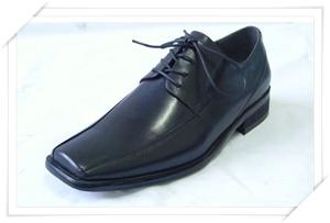 รองเท้าหนังหัวตัด เหมาะกัยชุดสูทแบบเรียบๆคลาสสิค มีดีเทลไม่มาก