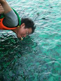 ให้อาหารปลา-เกาะทะลุ