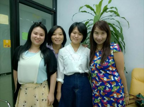 Friendly Thai teachers at Smile languages