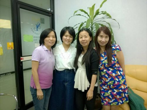 Friendly thai teachers at Thai Smile Languages schodol. 14 years experience! Good command of Thai and English