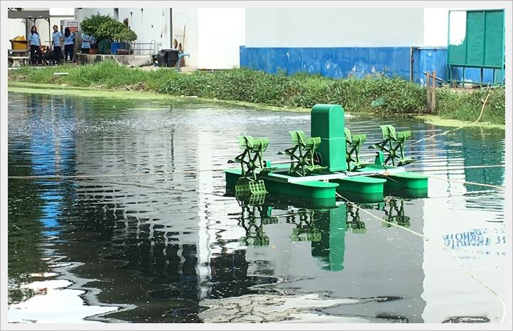 เครื่องเติมอากาศใต้น้ำ,เครื่องเติมอากาศผิวน้ำ,กังหันเติมอากาศแบบทุ่นลอย,กังหันเติมอากาศ4ใบพัด,เครื่องเติมอากาศในน้ำ,เครื่องบำบัดน้ำเสีย,เครื่องเพ่ิมออกซิเจนในน้ำ,กังหันเติมอากาศ,เครื่องเติมอากาศบ่อปลา,กังหันบำบัดนำ้เสีย,ใบตีน้ำ,บ่อบำบัดน้ำ,เครือ่งตีอากาศ,อุปกรณ์บำบัดน้ำเสีย,ราคาเครื่องเติมอากาศ,ราคาเครื่องเติมอากาศ,ขายเครื่องเติมอากาศ