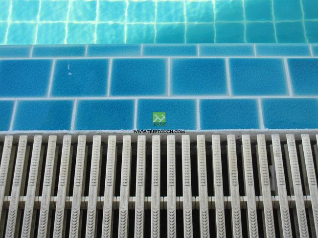 สระว่ายน้ำโรงเรียน
