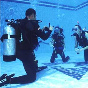 การปูกระเบื้องใต้น้ำ