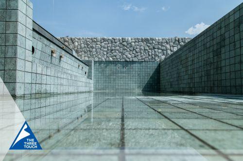 ผลงานกระเบื้องสระว่ายน้ำหินซูกาบูมิ