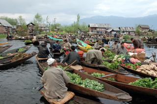 ตลาดเช้า Floating Market